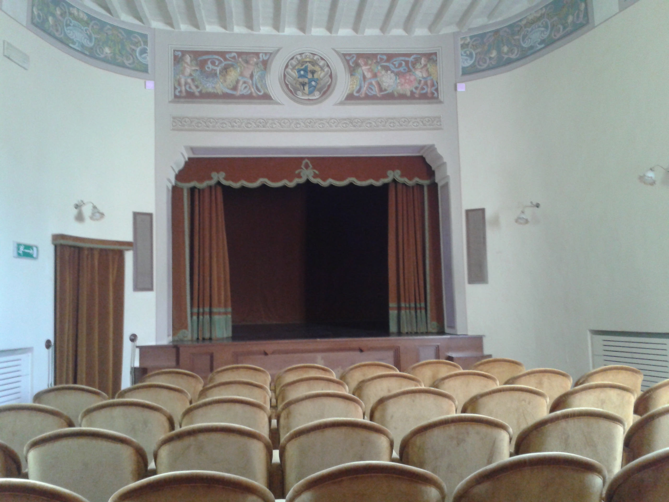 Holiday to Tuscany: the internal theatre of the Grancia, completely restored.